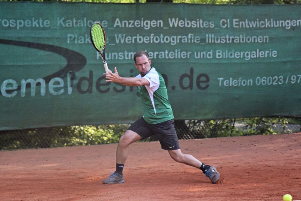 Robin Frühwacht sorgte bei die Herren 30 gegen Kümmersbruck für die zwischenzeitliche 2:1 Führung.